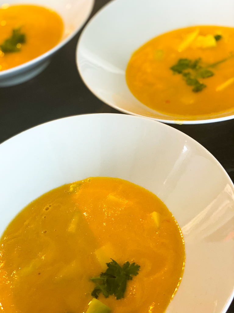 Essen-wie-die-Thais-Moehren-Mango-Suppe-LIEBlingsSTUEKKE